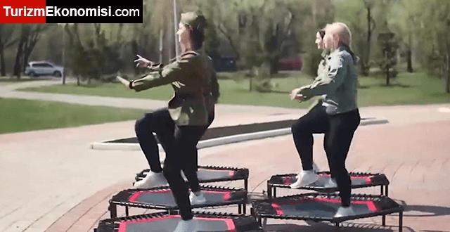 Rusya'da 'trambolinli' Zafer Günü kutlamasına tepki yağdı