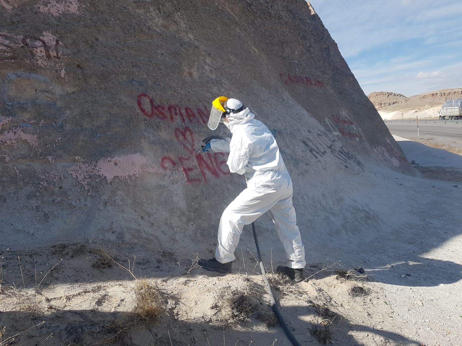 Sprey boyayla tahrip edilen peribacalarına 'mikro kumlama' tekniği