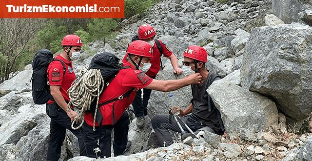 Yürüyüşe çıktığı kanyonda kaybolan turisti jandarma kurtardı