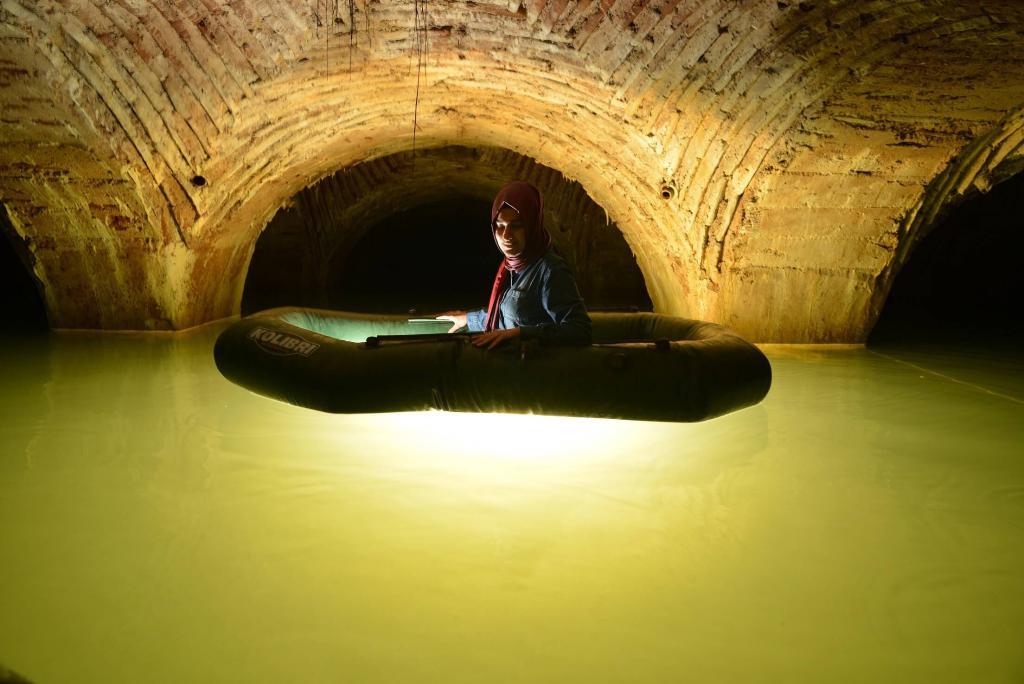 Tarihi Yarımada'nın altında botla keşif. Üstü kadar altı da gizemli